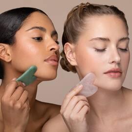 Avez vous déjà testé le massage du visage avec GuaSha ? Bonheur et bien-être absolu 🧖🏼♀️ #guasha #pierredejade #bienfait #massagevisage #facelift #bonheur #soinvisage #soindepeau #sublymskin
