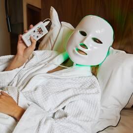 Masque luminotherapie 7 couleurs 7 actions  Découvrez nos appareils de soin à domicile sur notre eshop  #sublymezvous #sublymskin #soinvisage #masqueled #masquelumineux #skincaremask #mask #skincare #skincareroutine #skincareproducts #soinvisage #soindelapeau #homesweethome